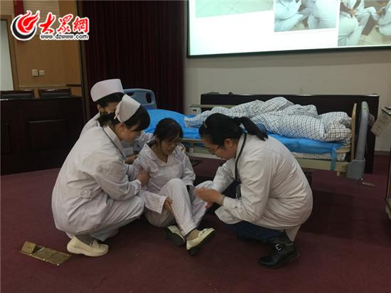 市四院举办患者跌倒坠床应急预案演练图片