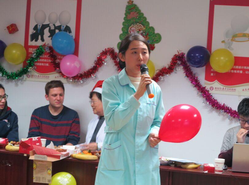欢度圣诞 青岛红房子妇科医院中外联欢