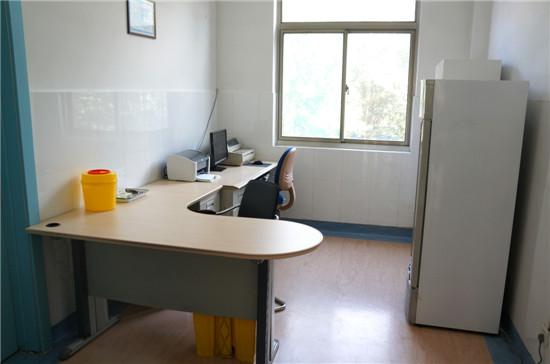 冠县中心产科衣柜预防接种室两米的医院装推拉门要几扇图片